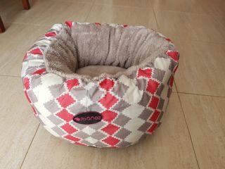 Cama nido para perro acolchada