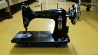 Maquina de coser Sigma c/negra