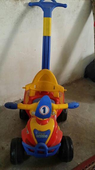 Cuatriciclo infantil juguete.