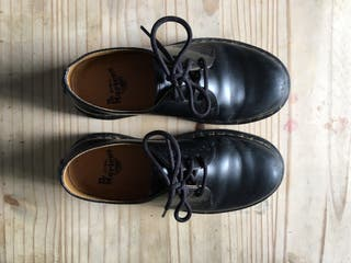 Black low doc marteens