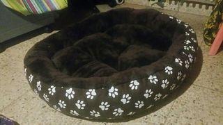 cama de perro con pelo