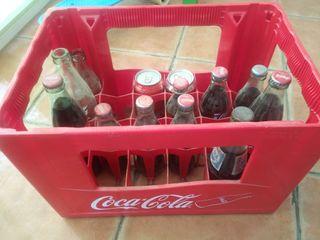 caja de coca cola con botellas