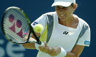 Clases de tenis a niños de cuatro a ocho años.