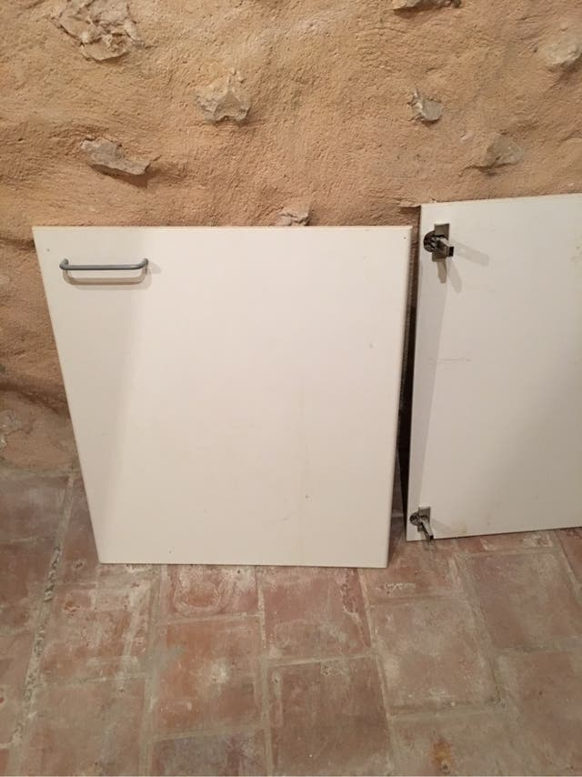 Puerta mueble cocina de segunda mano por 1 € en La Cabaneta en WALLAPOP