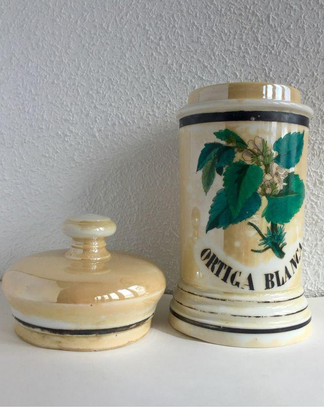 Albarelo de farmacia de porcelana antiguo