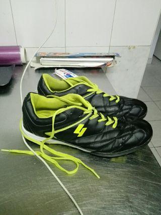2 pares de botas de fútbol