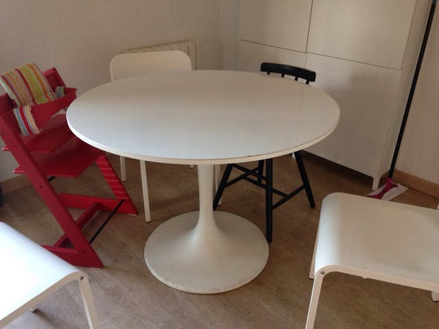 Mesa comedor DOCKSTA Ikea de segunda mano por 60 € en Begues en WALLAPOP