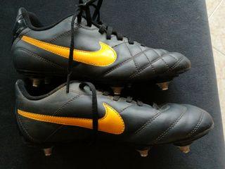 Botas de futbol niño tacos