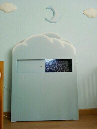 Cabecero cama de nubes, con luz y estanteria VTV.