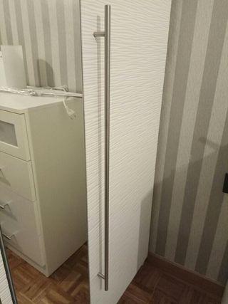 Tirador de puerta Ikea. 84 cm