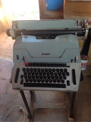 Máquina escribir OLIVETTI 84