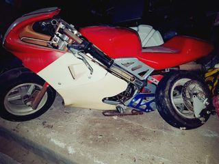 moto pequeña a gasolina