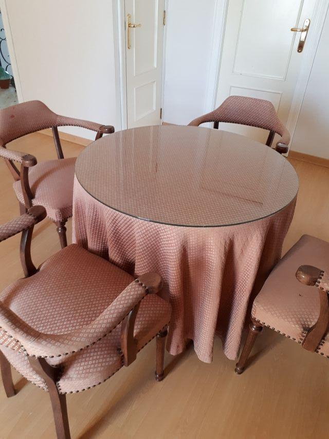 mesa camilla y 4 sillones tapizados