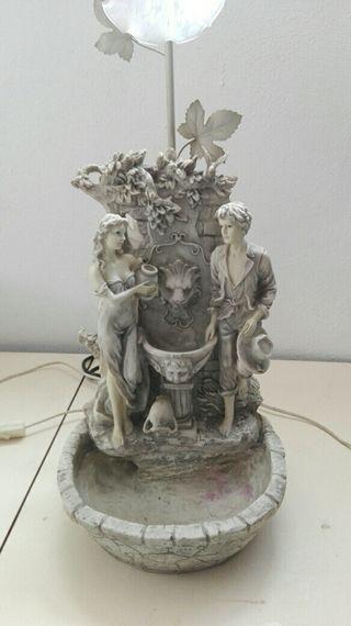 antigua lámpara fuente escenas románticas