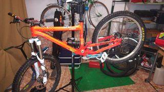 Bicicleta descenso talla L (700€) DH/Free ride
