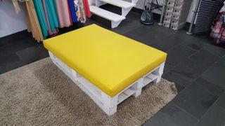 sofa palets con 2 colchonetas tapizadas