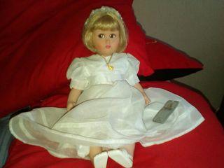 muñeca de comunion de porcelana