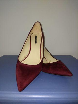 Zapato salón burdeos ZARA