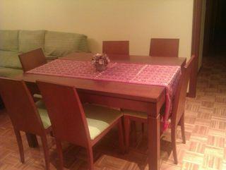 vendo preciosa mesa de salon+ sillas
