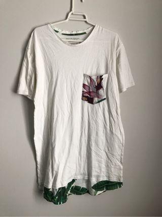 camiseta blanca con flores