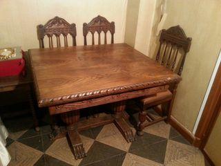Mesa antigua de salón