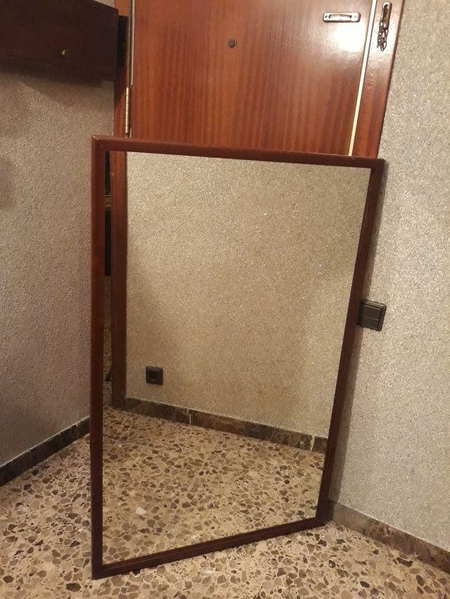 Espejo con marco de madera oscura de segunda mano por 30 € en Sant ...