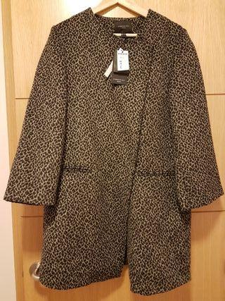 Abrigo leopardo cortefiel