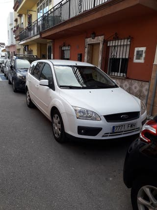 coche ford focus familiar