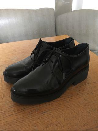 Zapatos COS piel negro cordon