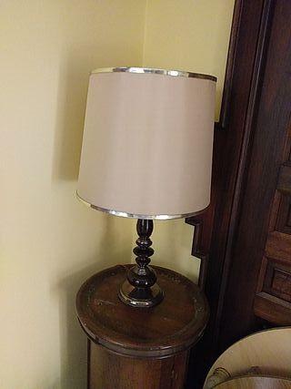 Lámpara de mesa torneada