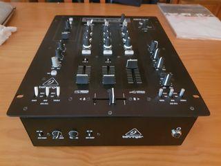 Mesa de mezclas Behringer Pro Mixer NOX 303