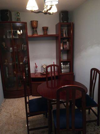 salita compuesta por mueble modular mesa y 4 silla