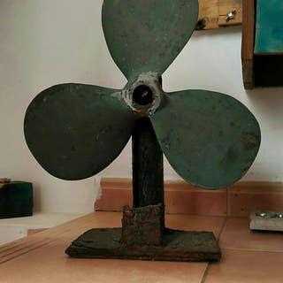 helice de bronce de velero clasico madera,