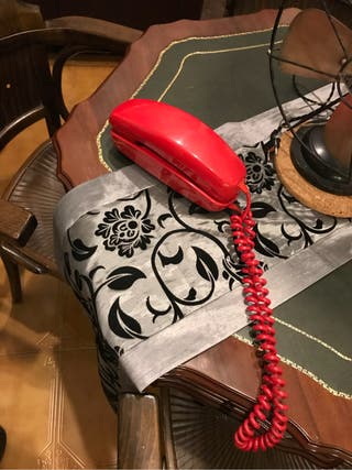 Telefono antiguo godola rojo