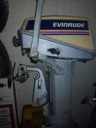 Motor de barca zodiak.