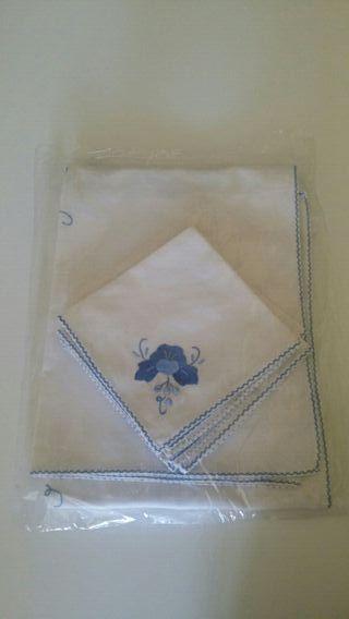Mantel vintage bordado