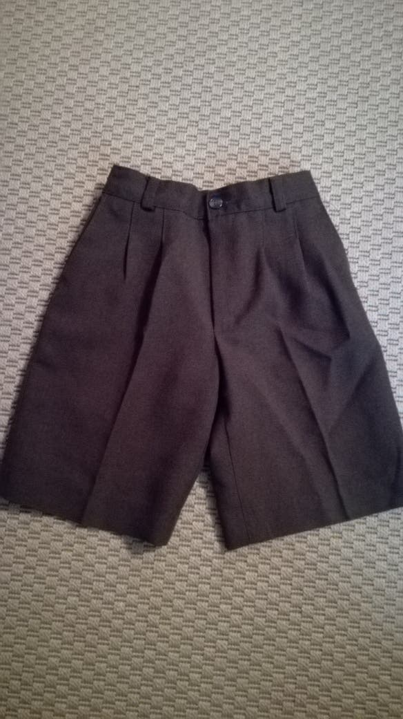 9be8515ed8002 Pantalon corto uniforme colegio niño gris de segunda mano por 5 € en ...