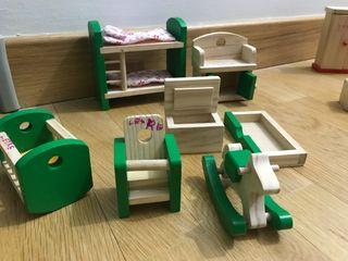 Muebles madera casita muñecas