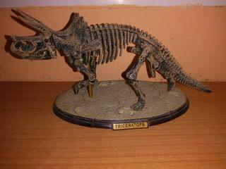 maqueta de triceratops