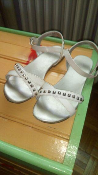sandalias blancas charol