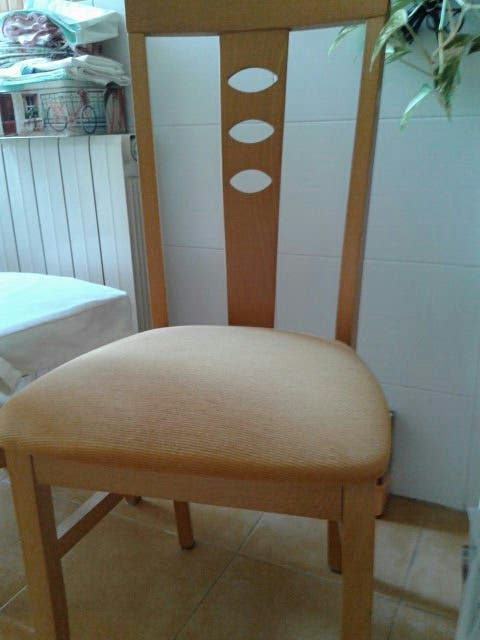 2 Sillas de cocina-comedor tapizadas de segunda mano por 15 € en ...