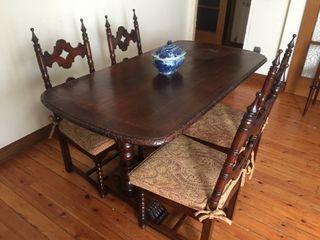 Mesa con 4 sillas + banco + mueble aparador