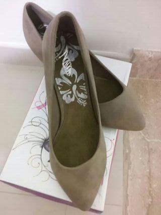 zapatos tacón bajo sin estrenar (regalo)