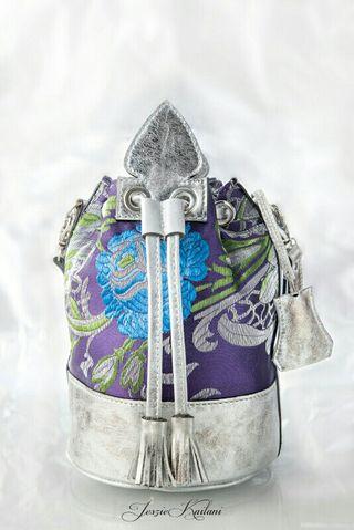 Bolso artesanal exclusivo. Cuero y tela de fallera