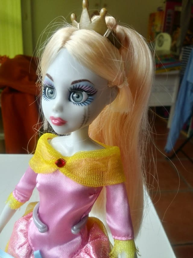 muñeca princesa zombie