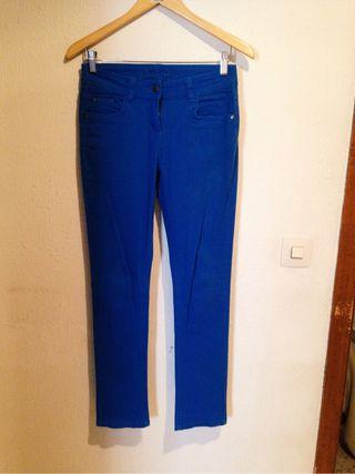 Pantalón azul eléctrico