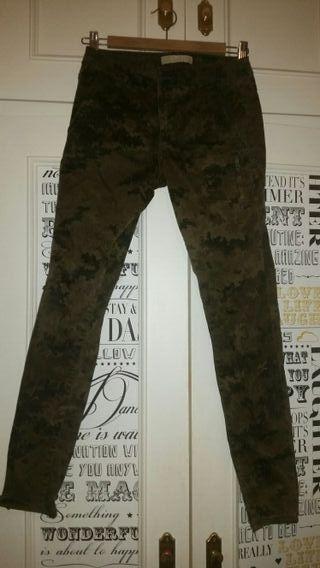 Pantalón camuflaje Zara