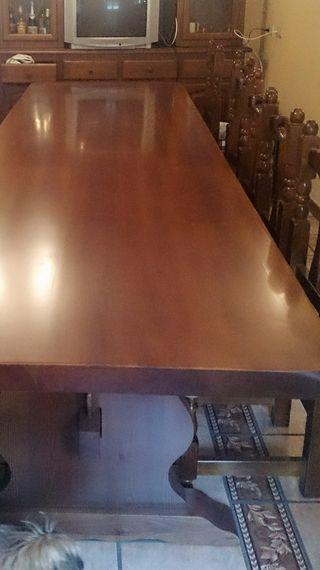 mesa y 12 sillas