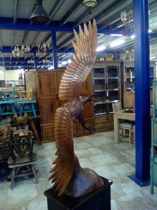 Talla artesana águila