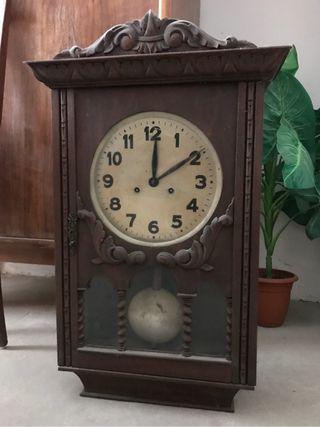 Reloj péndulo antiguo